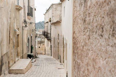 Photo pour Pavés sur d'anciens bâtiments routiers en italique - image libre de droit