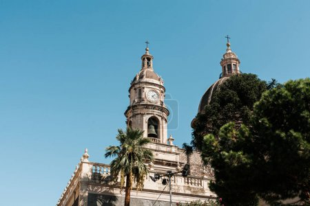 Photo pour CATANIA, ITALY - OCTOBER 3, 2019: low angle view of clock tower of Saint Agatha cathedral - image libre de droit