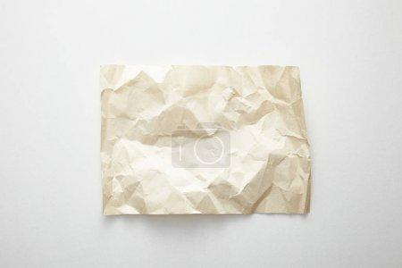 Photo pour Vue du dessus du papier vintage froissé vide sur fond blanc - image libre de droit