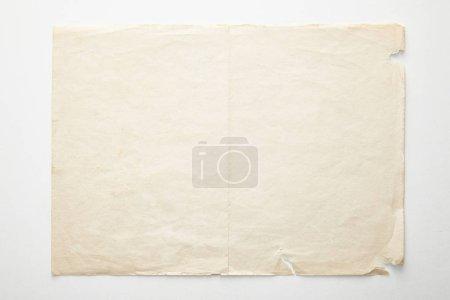 Photo pour Vue du haut du papier vintage vide sur fond blanc - image libre de droit