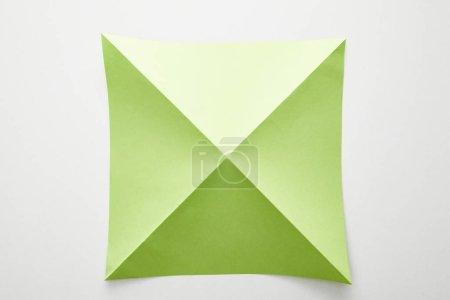 Photo pour Vue du dessus du papier origami vert vide sur fond blanc - image libre de droit