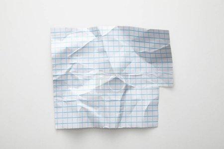 Photo pour Vue du dessus du papier quadrillé vide sur fond blanc - image libre de droit