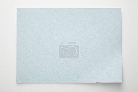 Photo pour Vue du haut du papier bleu vide sur fond blanc - image libre de droit