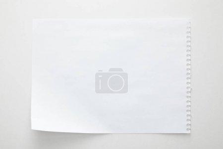 Foto de Vista superior de la hoja de papel vacía sobre fondo blanco - Imagen libre de derechos