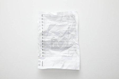 Photo pour Vue du dessus du papier froissé vide sur blanc - image libre de droit