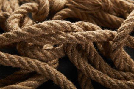 Photo pour Vue rapprochée de la corde sur fond noir - image libre de droit