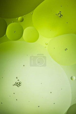 Photo pour Beau fond abstrait de couleur verte de mélange d'eau et d'huile - image libre de droit