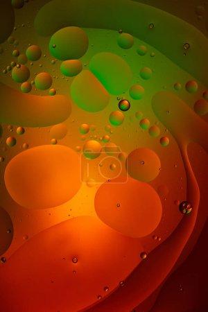 Foto de Fondos abstractos de color verde y rojo a partir de agua mixta y aceite - Imagen libre de derechos