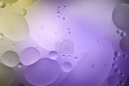 Photo pour Couleur abstraite pourpre et verte sur fond de mélange de bulles d'eau et d'huile - image libre de droit