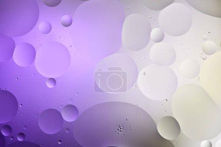 Photo pour Texture abstraite de couleur pourpre et grise à partir de bulles d'eau et d'huile - image libre de droit