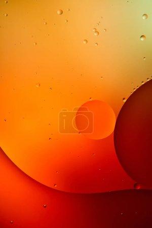 orange und rote Farbe abstrakter Hintergrund aus gemischtem Wasser und Öl