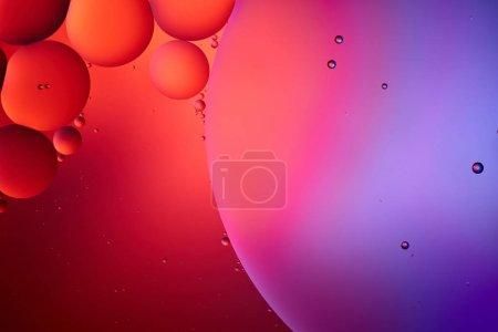 schönen abstrakten Hintergrund aus gemischtem Wasser und Öl in rosa und lila Farbe