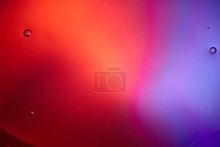 Foto de Antecedentes abstractos de burbujas mixtas de agua y petróleo en color rosa y púrpura - Imagen libre de derechos