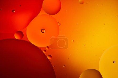 Photo pour Abstrait macro orange et rouge fond de couleur de l'eau et de l'huile mélangées - image libre de droit