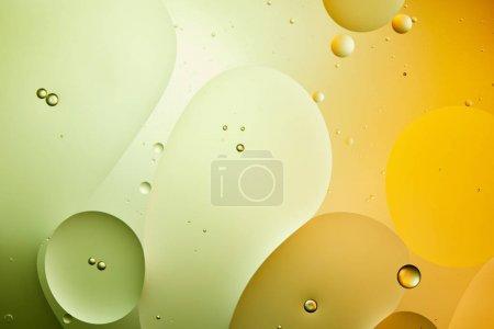 Photo pour Fond abstrait de mélange d'eau et d'huile de couleur verte et orange - image libre de droit
