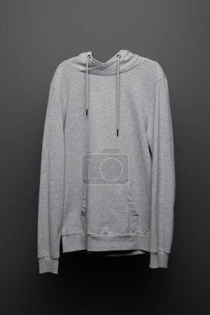 Photo pour Sweat à capuche gris de base blanc sur fond noir - image libre de droit