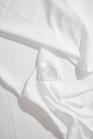 Photo pour Vue du dessus de la nappe ondulée blanche - image libre de droit