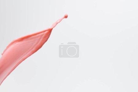 Photo pour Lait frais rose éclaboussure isolée sur blanc - image libre de droit