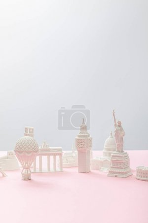 Photo pour Small souvenirs from different countries on grey and pink - image libre de droit
