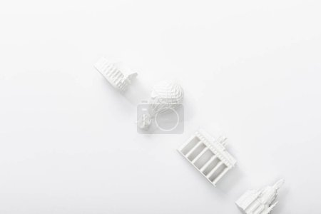 Photo pour Vue de dessus des statuettes des pays isolés sur blanc - image libre de droit