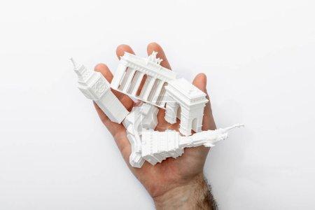 Photo pour Vue de dessus de l'homme tenant de petites figurines d'Europe isolées sur blanc - image libre de droit