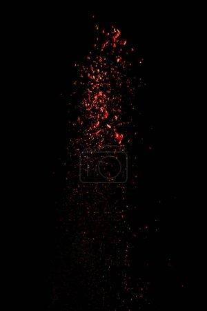 Photo pour Explosion de peinture rouge holi sur fond noir - image libre de droit
