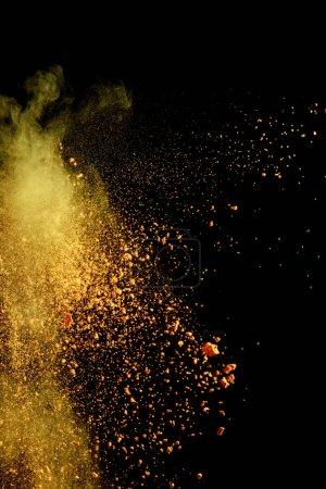 Photo pour Explosion de peinture jaune holi sur fond noir - image libre de droit