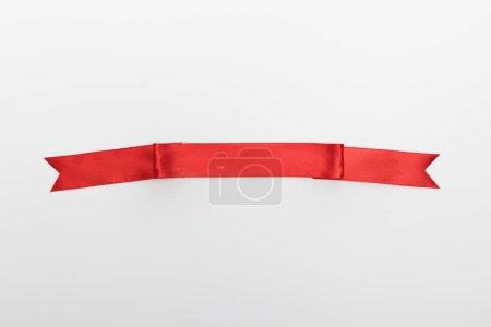 Photo pour Vue du dessus du ruban décoratif rouge isolé sur blanc - image libre de droit