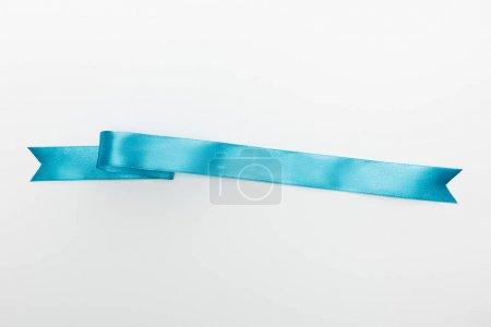 Photo pour Vue de dessus du ruban de satin décoratif bleu isolé sur blanc - image libre de droit