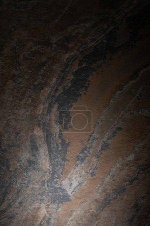 Foto de Vista superior de la superficie de granito oscuro y texturizada - Imagen libre de derechos