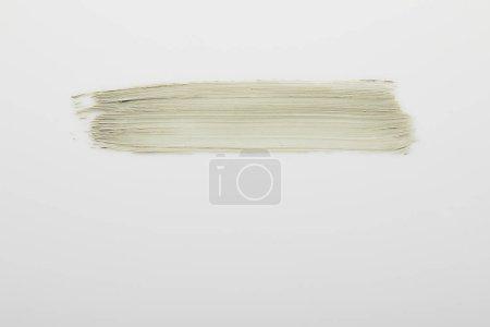Foto de Vista superior de las pinceladas de arcilla cosmética sobre fondo gris. - Imagen libre de derechos