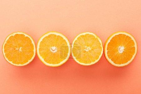 Photo pour Vue du dessus des agrumes coupés sur fond orange - image libre de droit