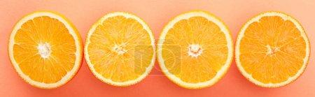 Photo pour Vue de dessus des moitiés d'agrumes sur fond orange, panoramique - image libre de droit