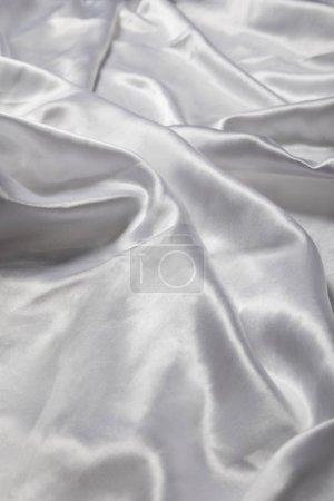 Photo pour Vue de près d'un tissu de soie blanc mou et émietté - image libre de droit