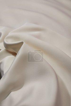 Photo pour Vue de près du tissu de soie blanc mou et émietté - image libre de droit