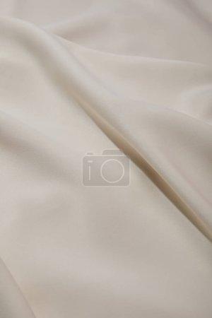 Foto de Vista de cerca de tela de seda blanca suave y arrugada - Imagen libre de derechos
