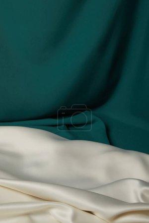 Foto de Vista de cerca de esmeralda y tela de seda blanca suave y ondulada - Imagen libre de derechos