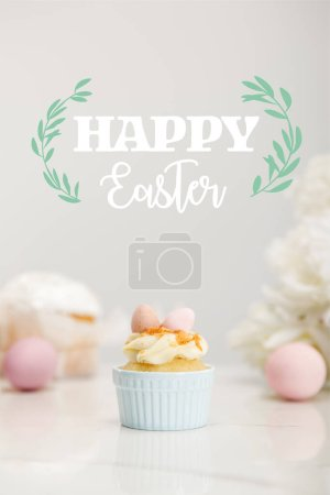 Photo pour Selective focus of cupcake with easter eggs on grey background with happy Easter illustration - image libre de droit