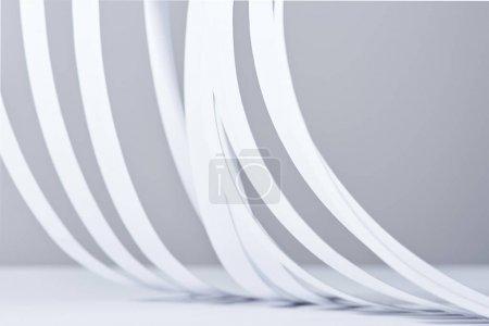 Photo pour Vue rapprochée des bandes de papier sur fond blanc - image libre de droit