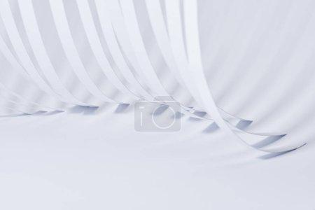 Photo pour Vue rapprochée des bandes de papier incurvées sur fond blanc - image libre de droit