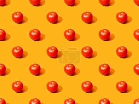 Photo pour Tomates fraîches sur fond orange coloré, motif sans couture - image libre de droit