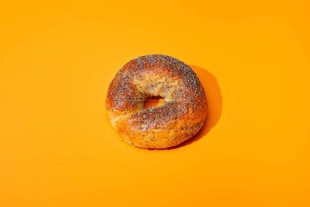 Photo pour Pain frais sur fond orange coloré - image libre de droit