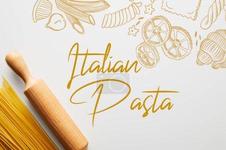 Photo pour Vue en haut du spaghetti et du rouleau sur fond blanc, illustration italienne de pâtes alimentaires - image libre de droit