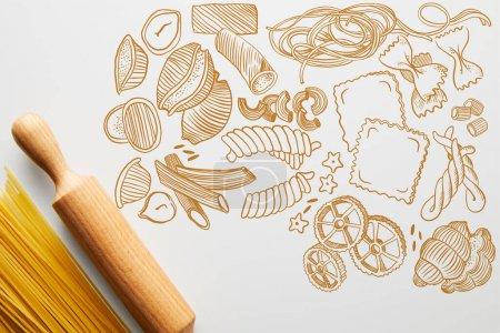 Photo pour Vue du haut du spaghetti et du rouleau à pâtisserie sur fond blanc. - image libre de droit