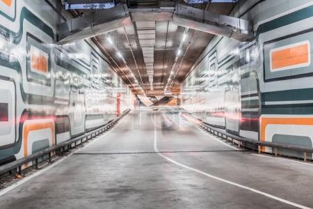 Photo pour Sous-sol de Parking automobile moderne - image libre de droit
