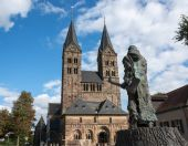 The cathedral of the small German town Fritzlar with the statue