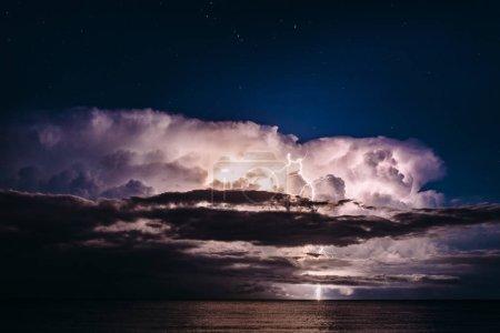 Photo pour Vue des nuages orageux sur la plage de Platja del Torn, Espagne - image libre de droit
