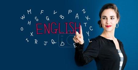 Photo pour Concept anglais avec la femme d'affaires sur fond bleu foncé - image libre de droit