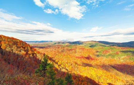 Photo pour Montagnes Blue Ridge en automne près d'Asheville, Caroline du Nord - image libre de droit