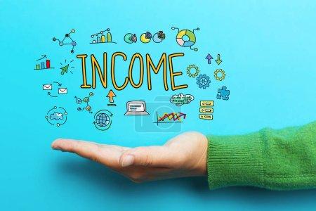 Photo pour Concept de revenu avec main sur fond bleu - image libre de droit